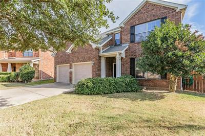 15400 YARBERRY DR, Fort Worth, TX 76262 - Photo 2