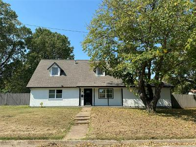 6300 ROYAL OAKS DR, Forest Hill, TX 76119 - Photo 2