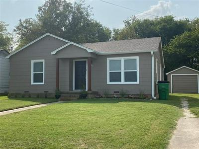 1925 N WEAVER ST, Gainesville, TX 76240 - Photo 2