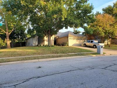7328 CRABTREE LN, North Richland Hills, TX 76182 - Photo 2