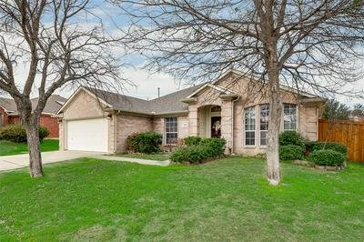 305 CLIFFDALE DR, EULESS, TX 76040 - Photo 2