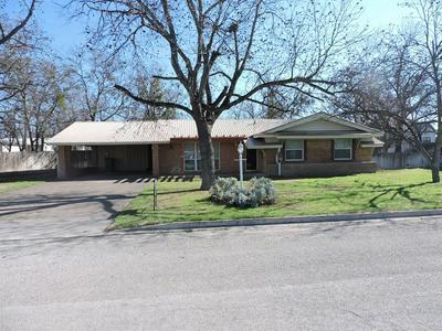 1510 REYNOLDS ST, Goldthwaite, TX 76844 - Photo 2
