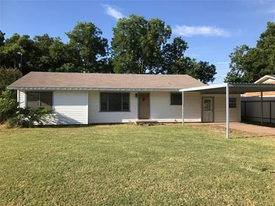 1003 W CUSTER ST, Seymour, TX 76380 - Photo 1