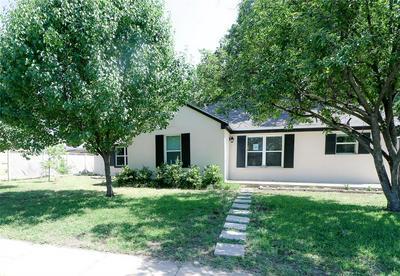 814 CALAVERAS ST, Graham, TX 76450 - Photo 2