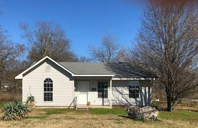 1095 E MAIN ST, Honey Grove, TX 75446 - Photo 1