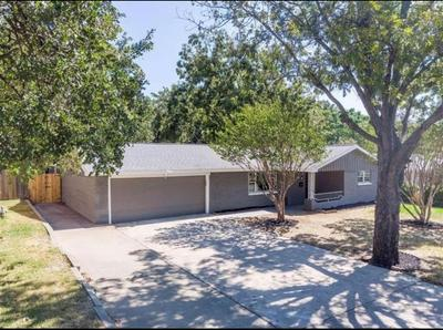 807 OAKWOOD DR, EULESS, TX 76040 - Photo 2