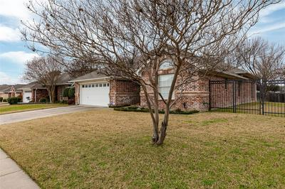 2025 LOREAN CT, HURST, TX 76054 - Photo 2
