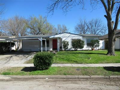 1049 HIGHLAND DR, GRAND PRAIRIE, TX 75051 - Photo 2