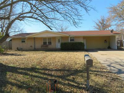 502 W GREENWOOD AVE, BOWIE, TX 76230 - Photo 1