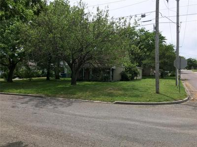 201 BROADWAY ST, Whitesboro, TX 76273 - Photo 1