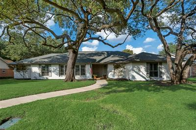 4332 SELKIRK DR W, Fort Worth, TX 76109 - Photo 2
