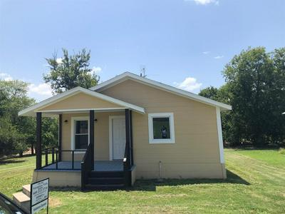 208 3RD ST, Hillsboro, TX 76645 - Photo 2