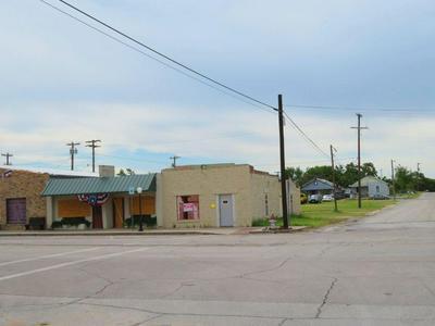 101 N MASON ST, Bowie, TX 76230 - Photo 1
