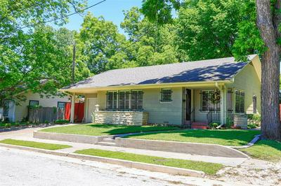 215 E GARNETT ST, Gainesville, TX 76240 - Photo 1