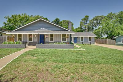 100 OAKWOOD DR, Keene, TX 76059 - Photo 2