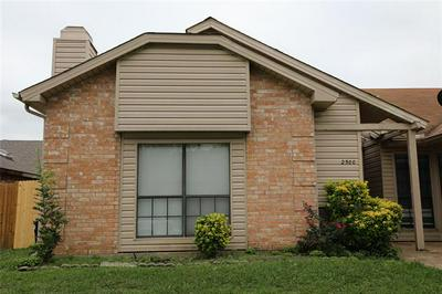 2500 SUNFLOWER DR, Arlington, TX 76014 - Photo 2