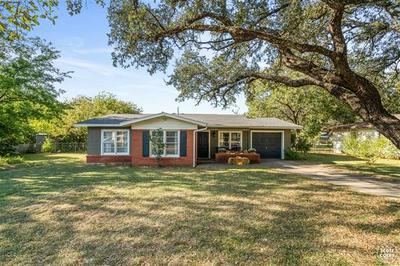 1115 OAKLAND DR, Brownwood, TX 76801 - Photo 1
