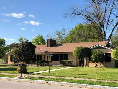 308 W COLLEGE ST, Fairfield, TX 75840 - Photo 1