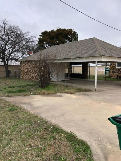 602 E WISE ST, BOWIE, TX 76230 - Photo 2