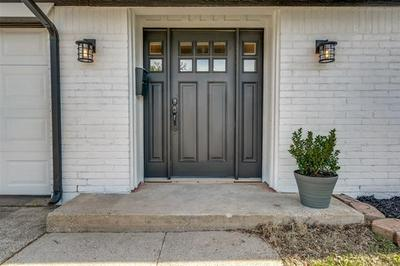 805 EASTCLIFF DR, Euless, TX 76040 - Photo 2