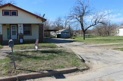 812 S CONCHO ST, COLEMAN, TX 76834 - Photo 2