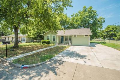 516 S HANNAFORD ST, Granbury, TX 76048 - Photo 2