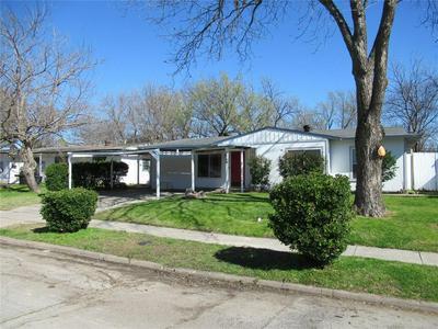 1049 HIGHLAND DR, GRAND PRAIRIE, TX 75051 - Photo 1