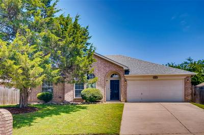 820 YELLOWSTONE DR, Mansfield, TX 76063 - Photo 1