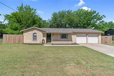 101 BRIARWOOD DR, Kennedale, TX 76060 - Photo 2