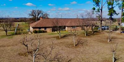690 DIANA LN, STEPHENVILLE, TX 76401 - Photo 2