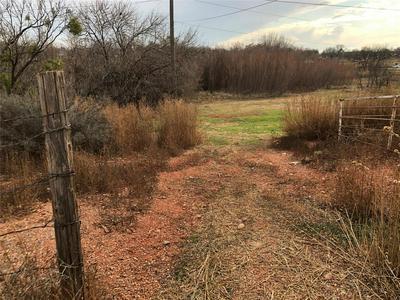 812 E MCHARG ST, STAMFORD, TX 79553 - Photo 2
