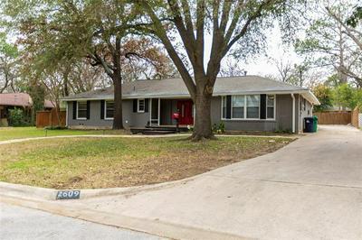 2609 SHERWOOD ST, DENTON, TX 76209 - Photo 2