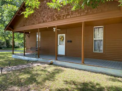 820 S 5TH ST, Bonham, TX 75418 - Photo 1