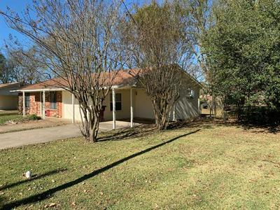 513 W 7TH ST, Clarksville, TX 75426 - Photo 2