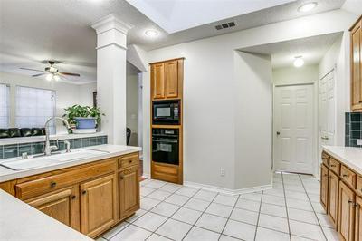 8708 MOSS HILL RD, Irving, TX 75063 - Photo 2