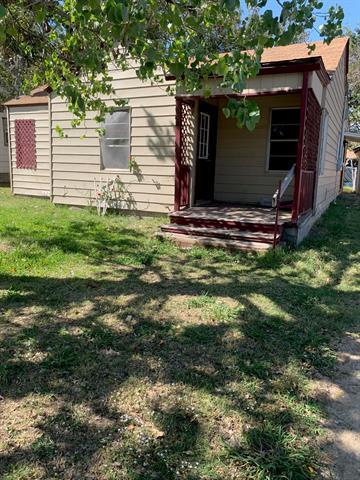 308 MILLER ST, Bowie, TX 76230 - Photo 1