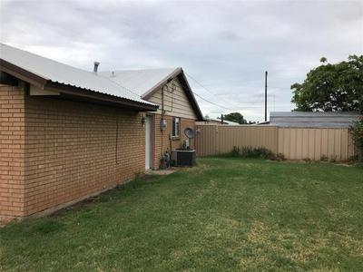 706 N CHARLES ST, Seymour, TX 76380 - Photo 2