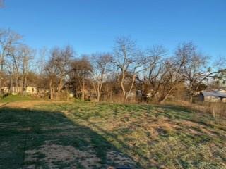 803 W MAPLE ST, CLIFTON, TX 76634 - Photo 2