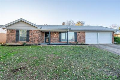 7812 PEBBLEFORD RD, Fort Worth, TX 76134 - Photo 2