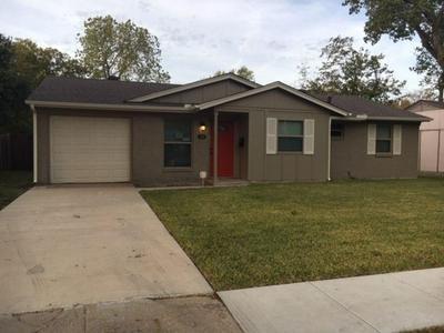 418 W DORRIS DR, GRAND PRAIRIE, TX 75051 - Photo 1