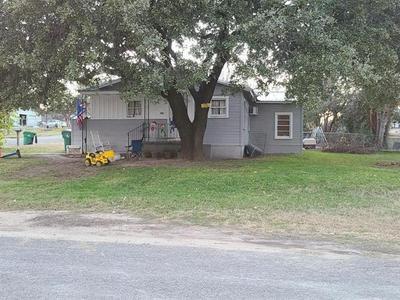 202 N AVENUE R, Clifton, TX 76634 - Photo 2