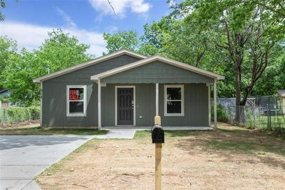 512 CLEMENTS STREET, Gainesville, TX 76240 - Photo 1