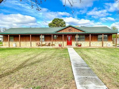 304 S AVENUE H, HASKELL, TX 79521 - Photo 1