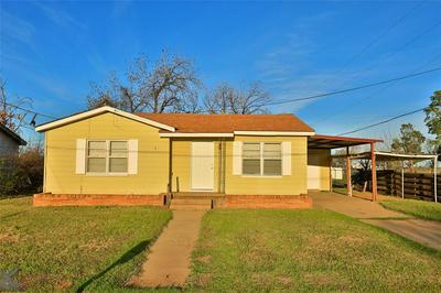 1041 N 3RD AVE, MUNDAY, TX 76371 - Photo 1