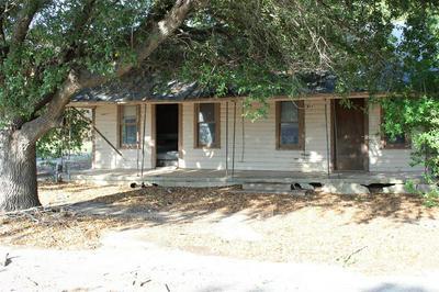 513 LLANO ST, Coleman, TX 76834 - Photo 2