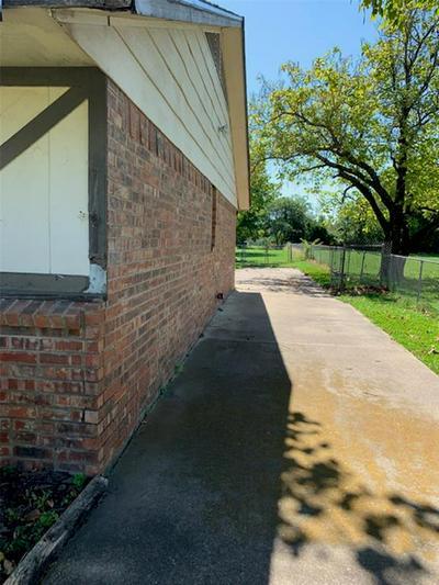 205 ARNOLD ST, Ennis, TX 75119 - Photo 2