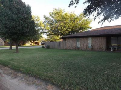 1025 NW 5TH ST, Hamlin, TX 79520 - Photo 1