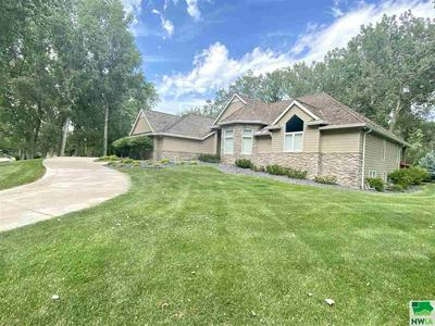 744 W SAWGRASS TRL, Dakota Dunes, SD 57049 - Photo 2