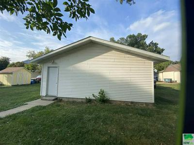 131 IOWA ST, Akron, IA 51001 - Photo 2