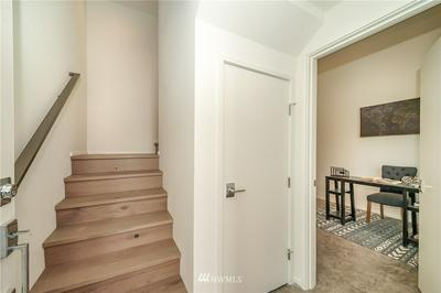 547 28TH AVE, Seattle, WA 98122 - Photo 2